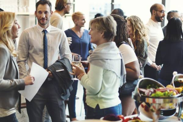Small talk starters: how to break the ice at business events