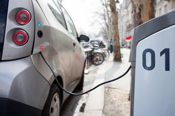 UK Regulators Reduce Grid Connection Costs for EV Charging